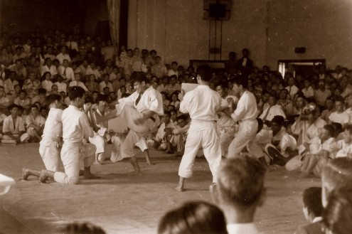 Mr. Ohshima breaking boards in 4 different ways using 4 different methods during the 1957 demonstration.