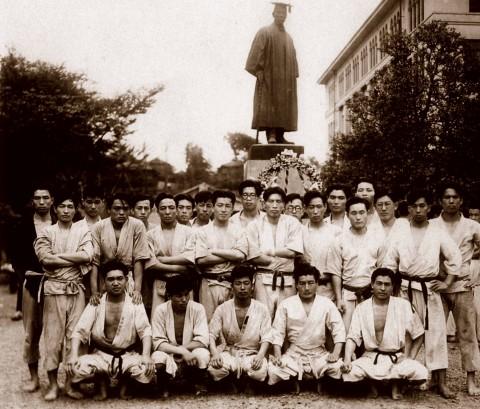 1950 Waseda Karate Club group photo (Mr. Ohshima standing far-right)